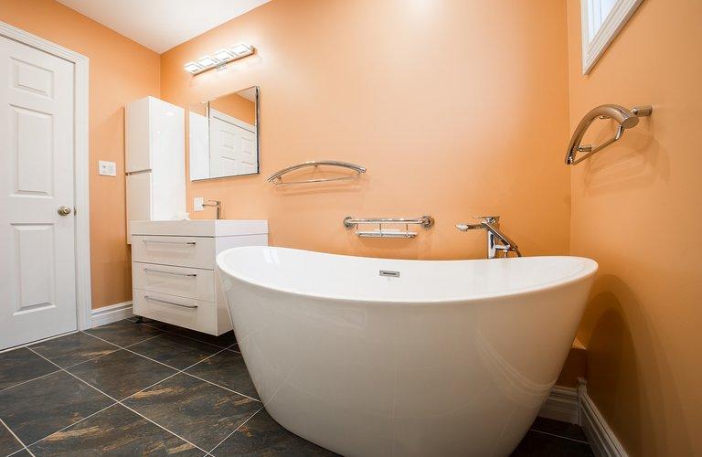 Samostojeća kada - renoviranje kupaonice